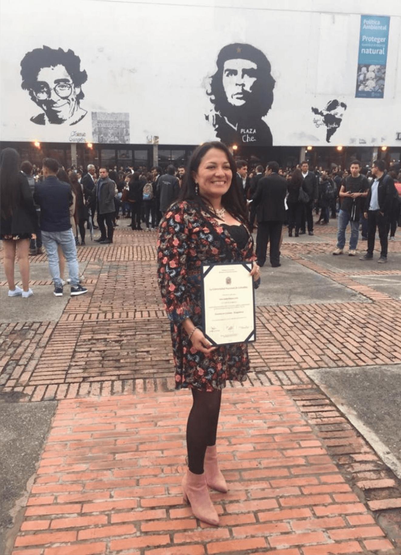 La profesora Clara Rincón recibe su título de Doctor en Ciencias-Bioquímica