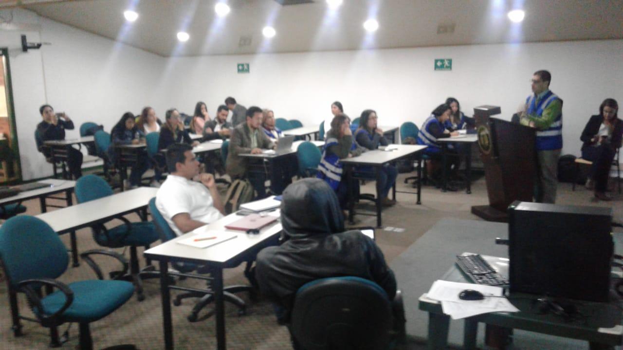 Visita de profesor de la Universidad de Guadalajara