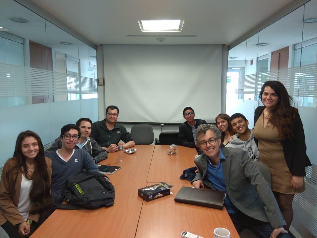 Estudiante de Química presenta su trabajo de grado en la Universidad de Los Andes