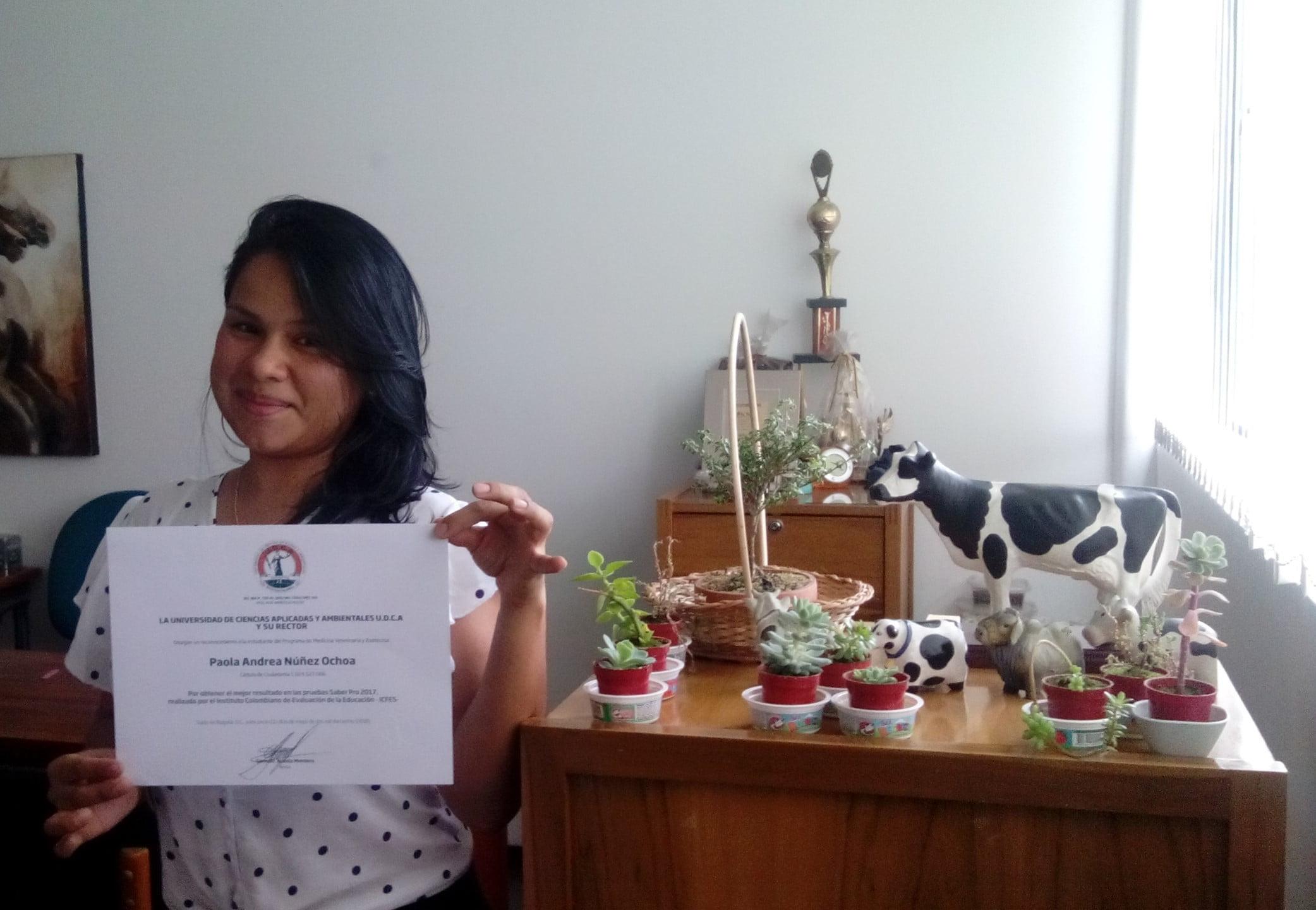 Estudiante de MVZ recibe reconocimiento por mejor Saber Pro