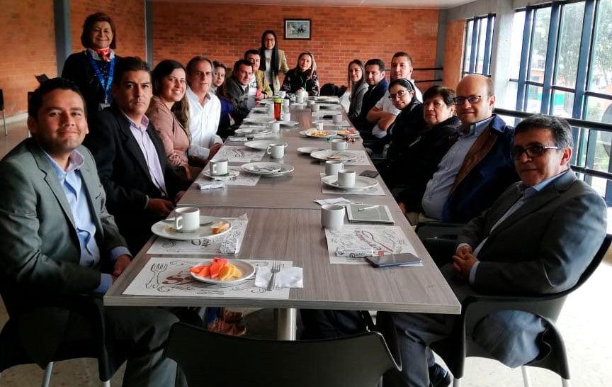 Mesa de trabajo con los graduados del Programa de Zootecnia